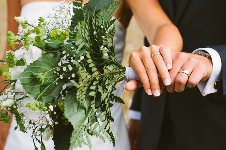 Vigselringar, bröllopsbukett, bröllopsfotograf
